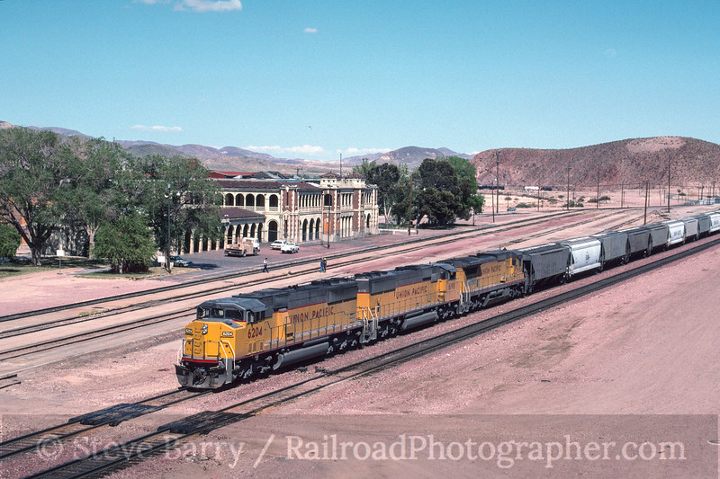 Photo 2997<br /> Union Pacific; Barstow, California<br /> May 1991