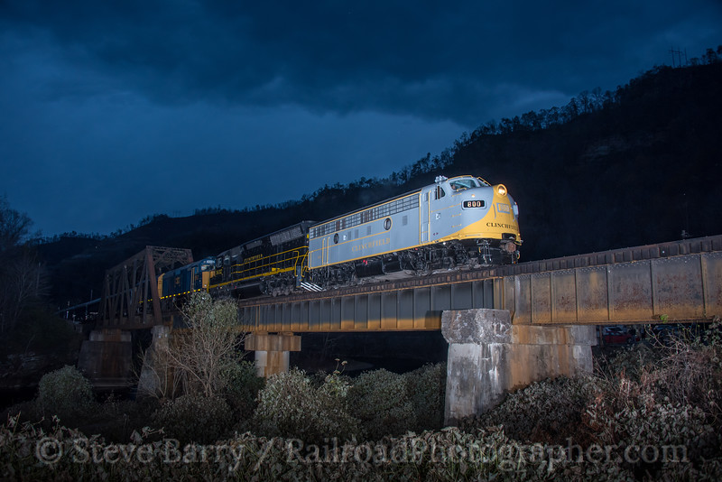 Photo 4423<br /> Clinchfield Santa Train<br /> Elkhorn City, Kentucky<br /> November 18, 2017