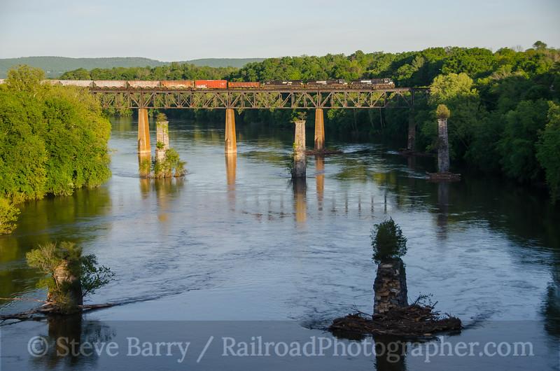 Photo 4072<br /> Norfolk Southern; Sharpsburg, Maryland<br /> May 9, 2017