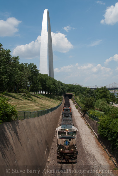 Photo 2369<br /> BNSF Railway; Gateway Arch, St. Louis, Missouri<br /> June 16, 2012