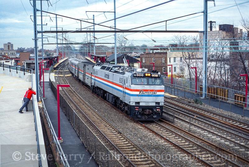 Photo 5059<br /> Amtrak<br /> Elizabeth, New Jersey<br /> November 2001