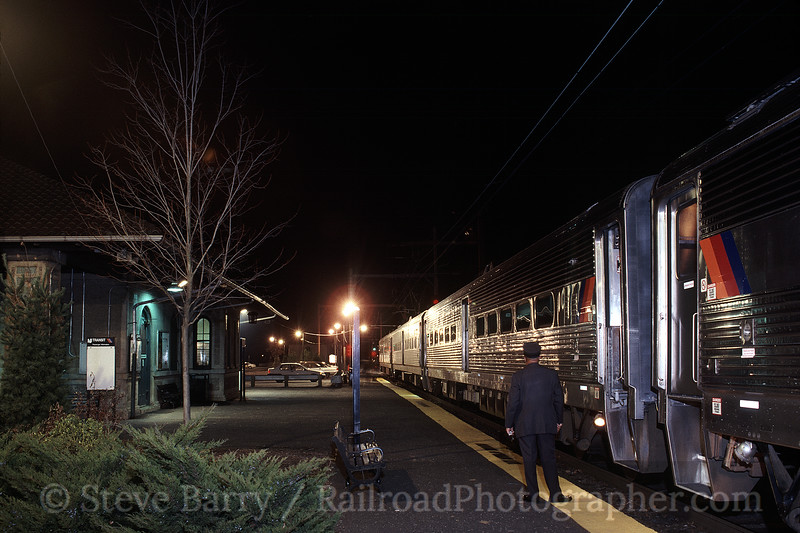Photo 0358<br /> New Jersey Transit; Far Hills, New Jersey<br /> December 23, 1999