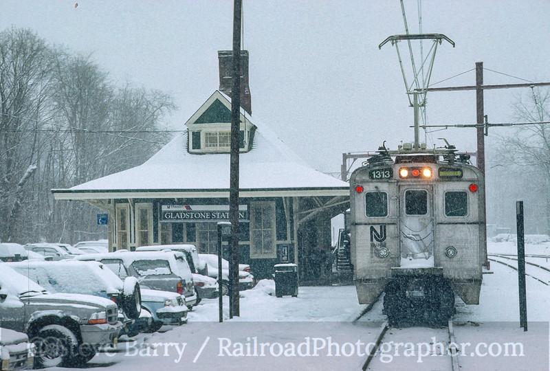 Photo 5060<br /> New Jersey Transit<br /> Gladstone, New Jersey<br /> February 2000