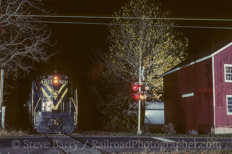 Photo 4161<br /> Black River & Western; Three Bridges, New Jersey<br /> November 1999