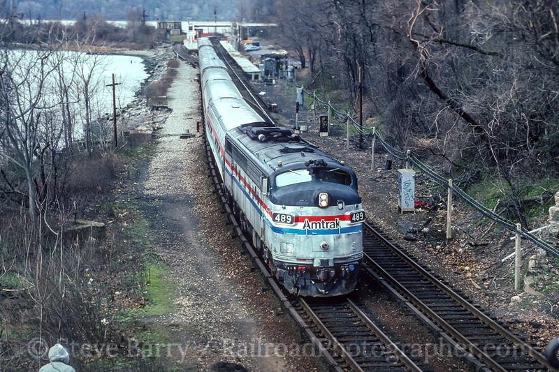 Photo 4484<br /> Amtrak<br /> Spuyten Duyvil, New York<br /> April 1994