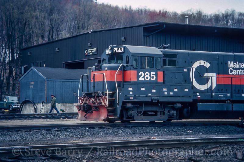 Photo 5492<br /> Guilford Transportation<br /> Conklin, New York<br /> April 1988
