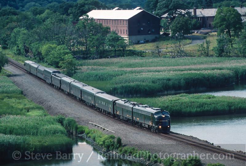 Photo 4153<br /> Conrail; Iona Island, Tompkins Cove, New York<br /> July 1998