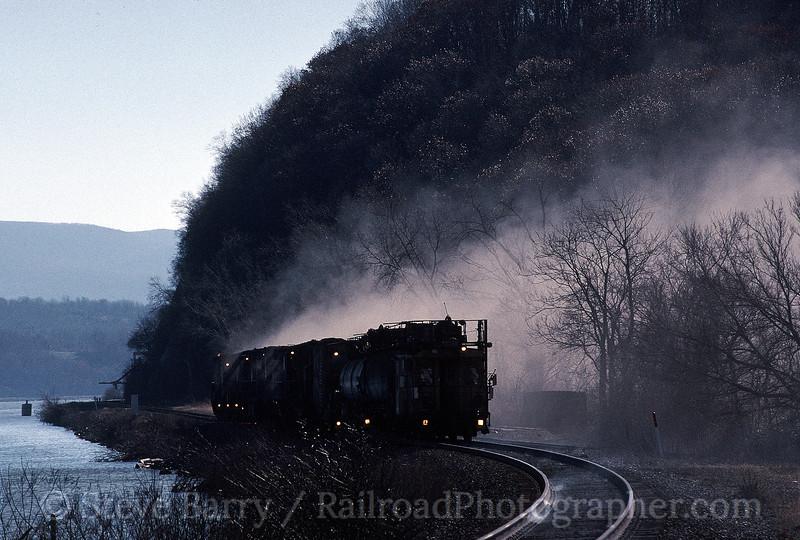 Photo 0178<br /> Conrail rail grinder; Marlboro, New York<br /> November 30, 1997