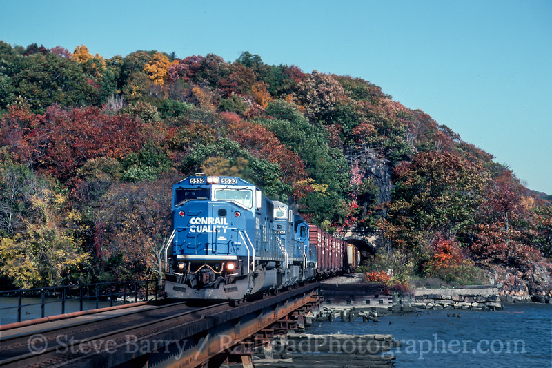 Photo 4695<br /> Conrail<br /> Bear Mountain, Fort Montgomery, New York<br /> October 1993