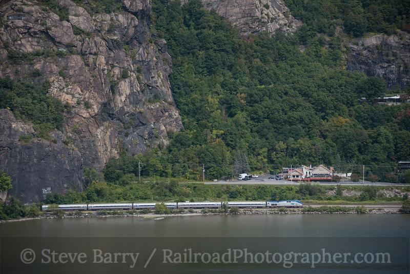 Photo 4309<br /> Amtrak<br /> Breakneck Ridge, Cold Spring, New York<br /> September 13, 2017