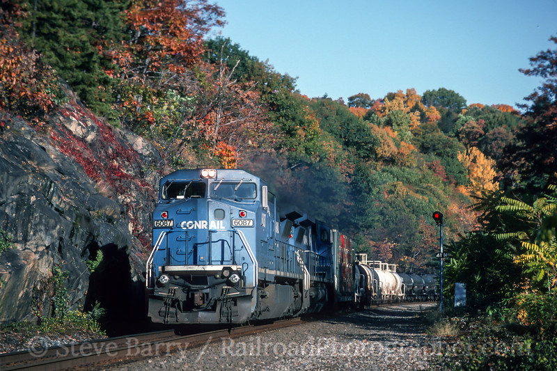 Photo 4653<br /> Conrail<br /> Bear Mountain, Fort Montgomery, New York<br /> October 1993