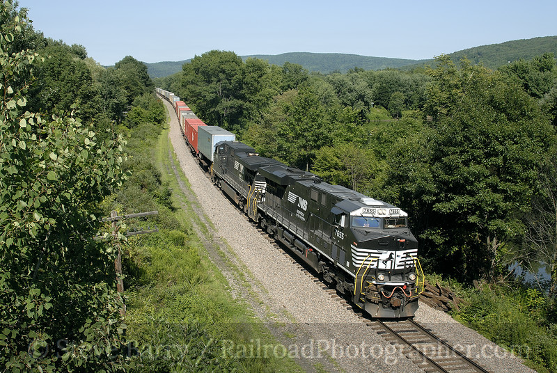 Photo 1000<br /> Norfolk Southern (on Canadian Pacific/D&H); Otsego, New York<br /> August 5, 2007