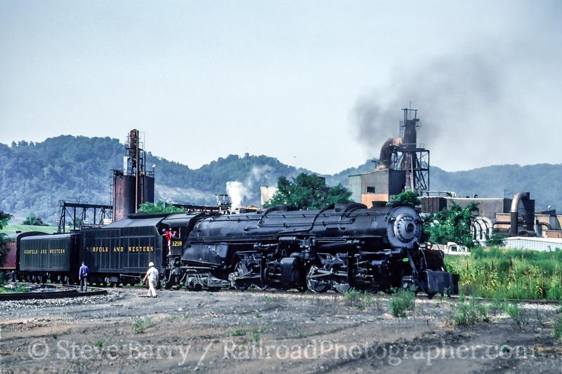 Photo 5220<br /> Norfolk & Western 1218<br /> Portsmouth, Ohio<br /> August 1991