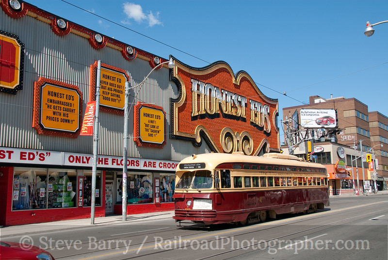 Photo 1851<br /> Toronto Transit Commission; Bathurst & Bloor, Toronto, Ontario<br /> April 18, 2010