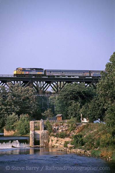 Photo 0895<br /> VIA Rail Canada; London, Ontario<br /> September 12, 2005