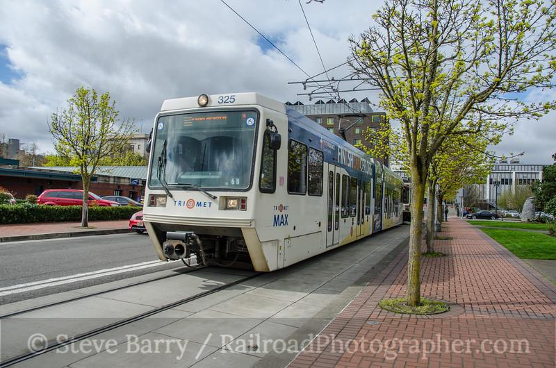 Photo 3717<br /> TriMet MAX; Union Station, Portland, Oregon<br /> March 22, 2016