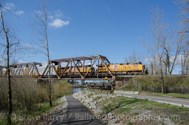 Photo 3701<br /> Union Pacific; Troutdale, Oregon<br /> March 16, 2016