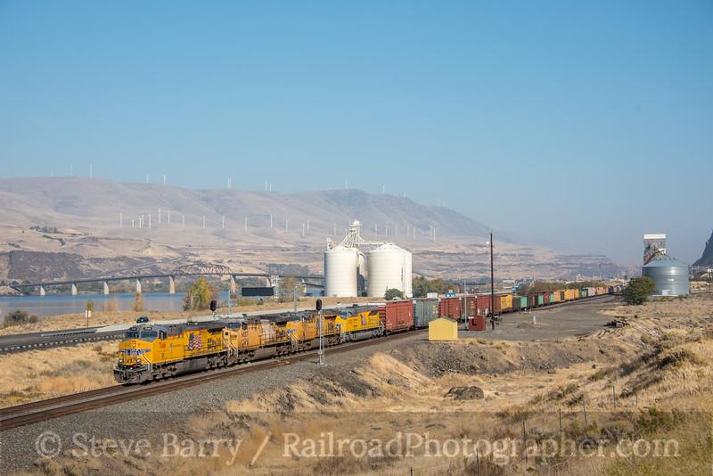 Photo 5344<br /> Union Pacific<br /> Biggs, Oregon<br /> October 19, 2018