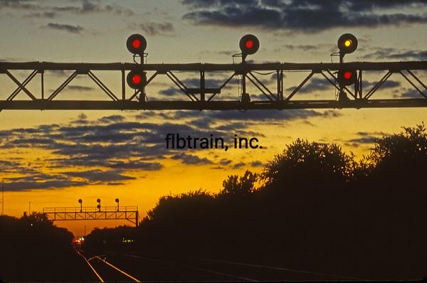 BNSF1999090193 - BNSF, Naperville, IL, 9-1999