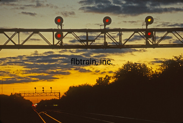 BNSF1999090192 - BNSF, Naperville, IL, 9-1999