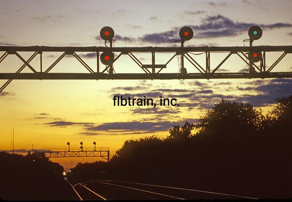 BNSF1999090185 - BNSF, Naperville, IL, 9-1999