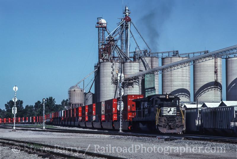 Photo 2716<br /> Norfolk Southern; Fort Wayne, Indiana<br /> July 20, 1993