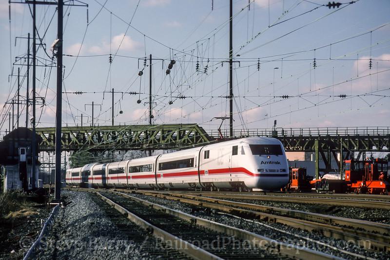 Photo 4634<br /> Amtrak<br /> Frankford Junction, Philadelphia, Pennsylvania<br /> November 1993