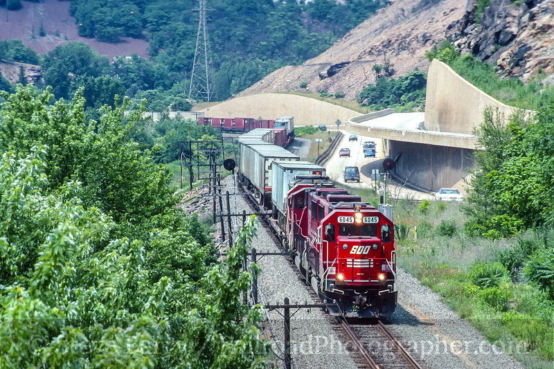 Photo 4587<br /> Soo Line (on Conrail)<br /> Walnutport, Pennsylvania<br /> July 1994