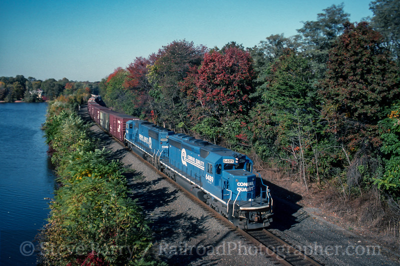 Photo 5058<br /> Conrail<br /> Dunellen, New Jersey<br /> October 1994