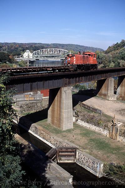 Photo 0653<br /> Belvidere & Delaware River; Easton, Pennsylvania<br /> October 2001
