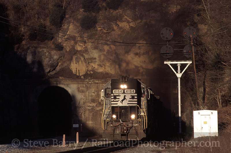 Photo 1529<br /> Norfolk Southern; Montgomery Tunnel, Christiansburg, Virginia<br /> March 2001
