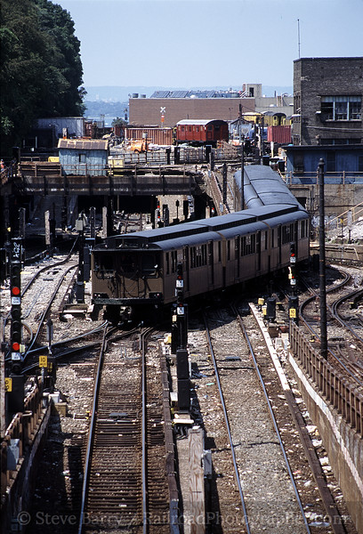Photo 0683<br /> New York City Transit Authority; 9th Avenue, Brooklyn, New York<br /> August 26, 2001