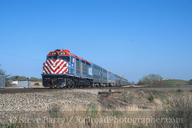 Photo 4489<br /> Metra<br /> Grayslake, Illinois<br /> April 2002