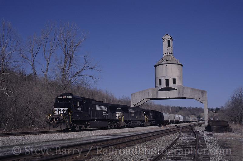 Photo 0405<br /> Norfolk Southern; Vicker, Virginia<br /> April 2002