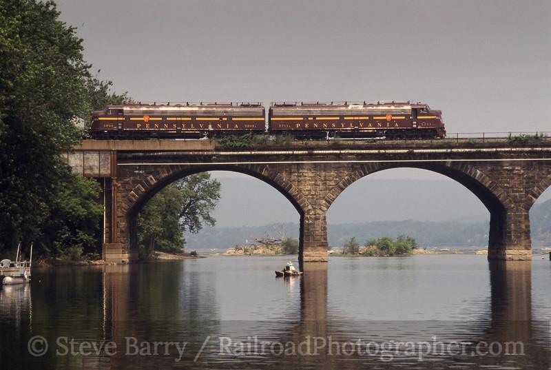 Photo 0445<br /> Pennsylvania 5711 and 5809; Rockville Bridge, Marysville, Pennsylvania<br /> July 2003