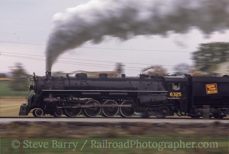 Photo 0274<br /> Grand Trunk Western 6325; Sugarcreek, Ohio<br /> October 2003