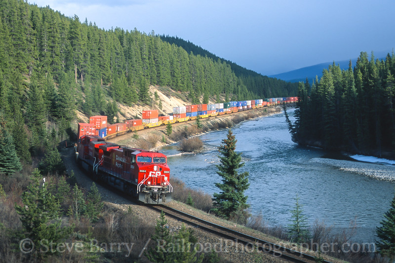 Canadian Pacific; Morant's Curve AB; 5/2004