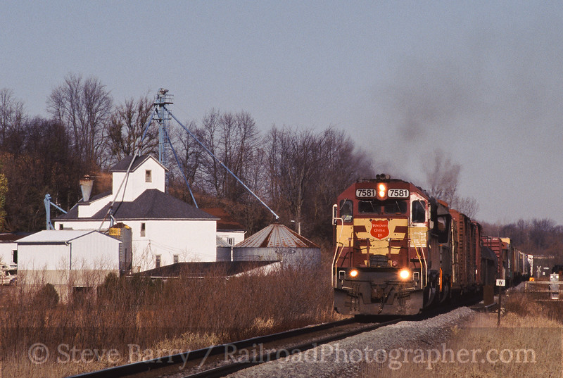 Photo 0571<br /> Canadian National (Wisconsin Central); Theresa Station, Wisconsin<br /> November 9, 2004