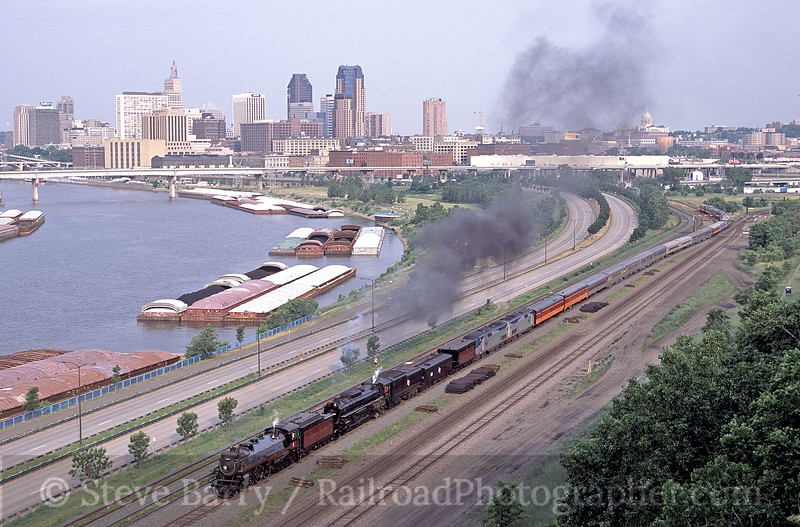 Photo 0919<br /> Canadian Pacific 2816 and Milwaukee Road 261; St. Paul, Minnesota<br /> July 3, 2004