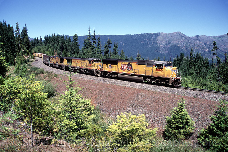 Photo 0891<br /> Union Pacific; Fields (McCredie Springs), Oregon<br /> July 2005