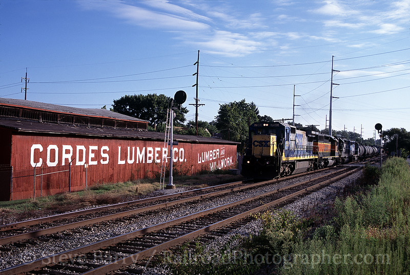 Photo 0205<br /> CSX Transportation (on Norfolk Southern); Elmwood Place, Ohio<br /> August 12, 2005