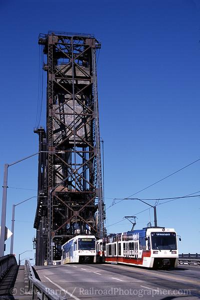 Photo 0863<br /> TriMet MAX; Steel Bridge, Portland, Oregon<br /> July 2005