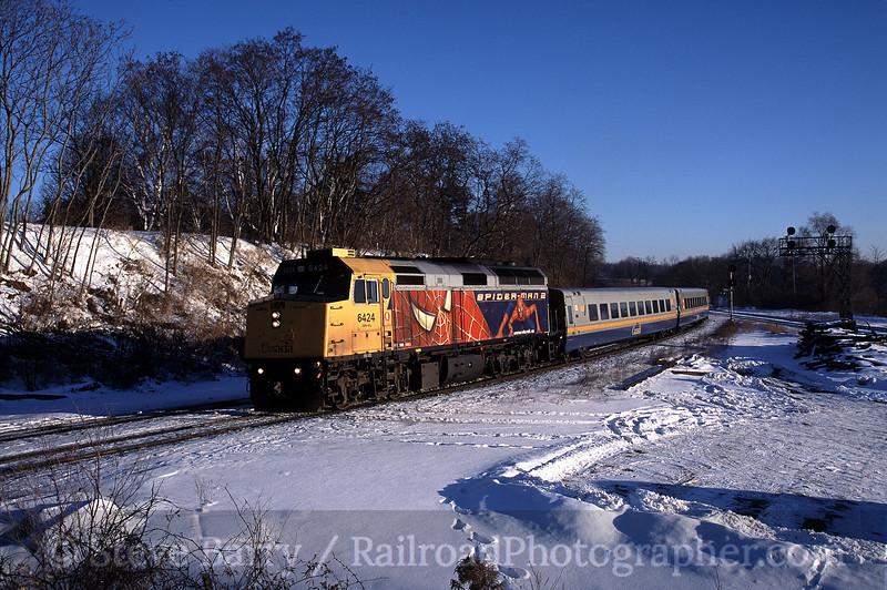 Photo 0562<br /> VIA Rail Canada; Bayview Junction, Hamilton, Ontario<br /> January 30, 2005