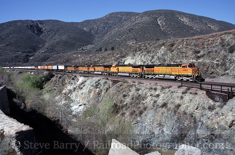 Photo 0070<br /> Burlington Northern & Santa Fe; Blue Cut, Devore, California<br /> March 14, 2006