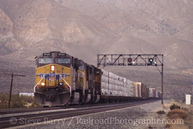 Photo 0542<br /> Union Pacific; Mojave, California<br /> March 13, 2006