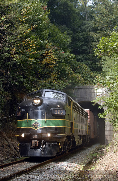 Photo 1009<br /> Reading Company 903; Zionsville, Pennsylvania<br /> October 6, 2007