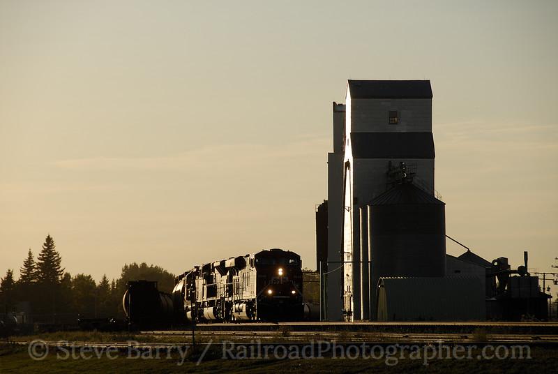 Photo 1317<br /> Canadian Pacific; Wolseley, Saskatchewan<br /> September 12, 2008