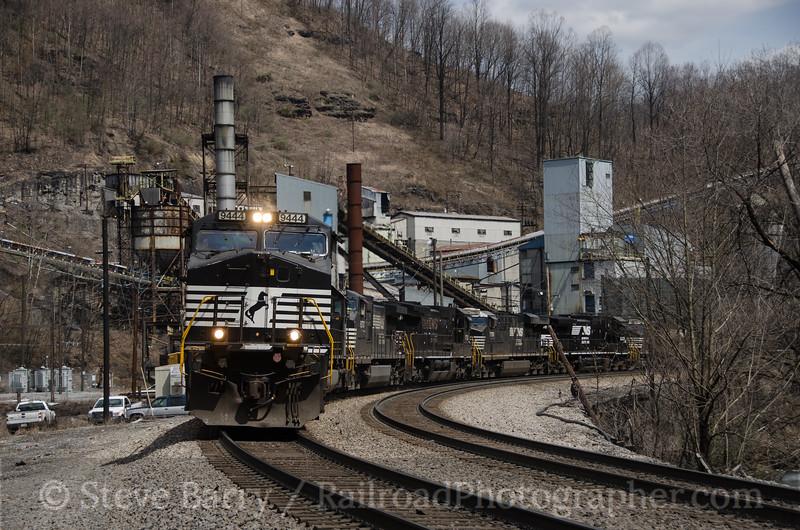 Photo 2651<br /> Norfolk Southern; Keystone, West Virginia<br /> April 8, 2013