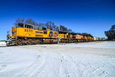 UP8655 charges west out of Fremont, NE.