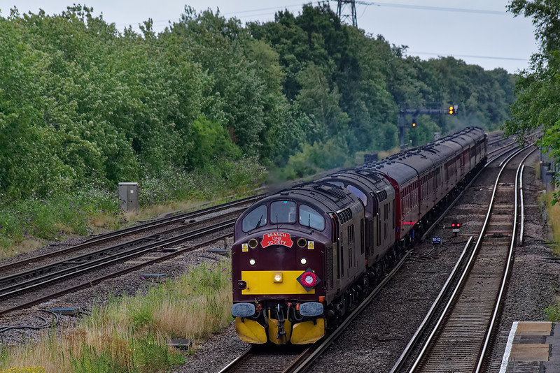 37706 and 37518 passing through Winchfield with 1Z74, the 05:30 Crewe - Portsmouth Harbour, 37669 was on the rear. 10th August 2019. The tour was organised by the Branch Line Society.